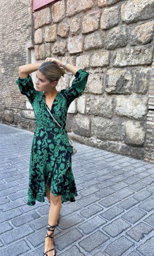 Vestido Marsella Salambó pelo recogido calle